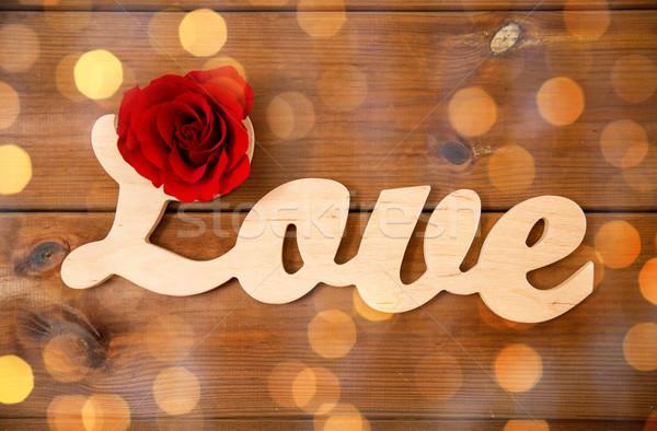 言葉 愛 カットアウト 赤いバラ 木材 ストックフォト © dolgachov