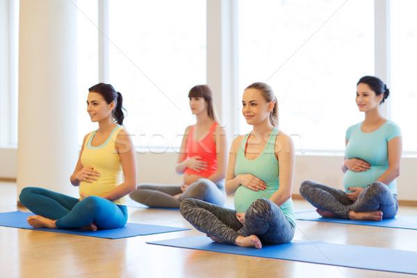 Heureux enceintes femmes yoga gymnase Photo stock © dolgachov