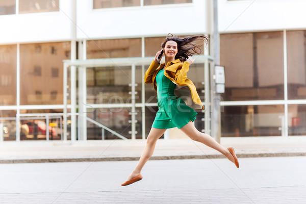 Gülen genç kadın kız çağrı teknoloji Stok fotoğraf © dolgachov