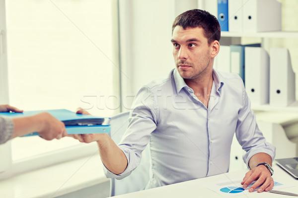 Biznesmen folderze sekretarz biuro ludzi biznesu Zdjęcia stock © dolgachov