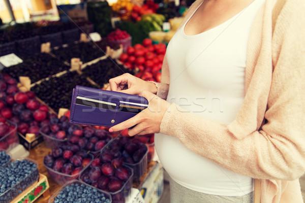 Mujer embarazada cartera compra alimentos mercado venta Foto stock © dolgachov