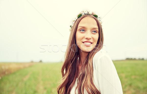 Mosolyog fiatal hippi nő gabonapehely mező Stock fotó © dolgachov
