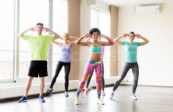 Сток-фото: группа · улыбаясь · люди · танцы · спортзал · студию