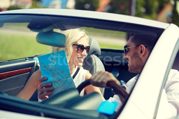 Felice uomo donna mappa cabriolet auto Foto d'archivio © dolgachov