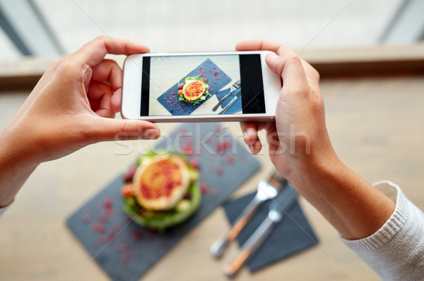 Mains smartphone alimentaire culinaire technologie for Technologie cuisine