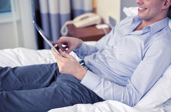 Zakenman hotelkamer zakenreis technologie internet Stockfoto © dolgachov
