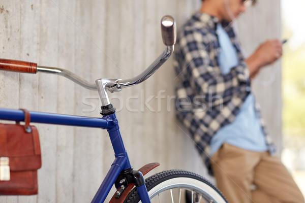 Uomo fissato attrezzi bicicletta strada veicolo Foto d'archivio © dolgachov