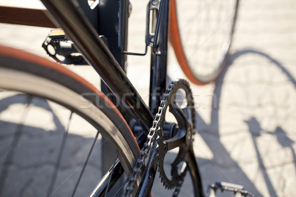Közelkép fix viselet bicikli figyelmeztetés szállítás Stock fotó © dolgachov
