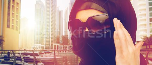 Közelkép muszlim nő hidzsáb napszemüveg divat Stock fotó © dolgachov