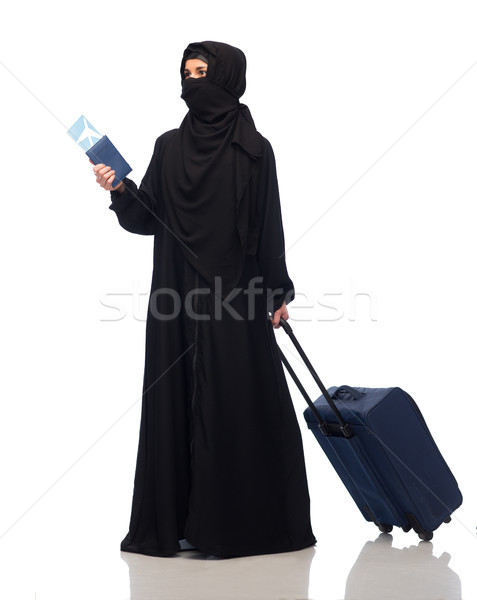 Foto stock: Musulmanes · mujer · billete · pasaporte · viaje · bolsa