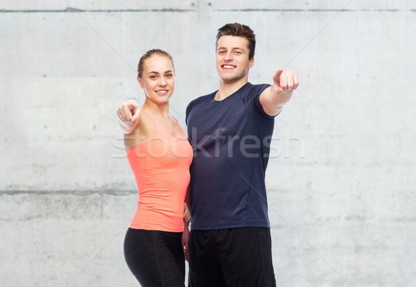 счастливым человека женщину указывая пальца спорт Сток-фото © dolgachov