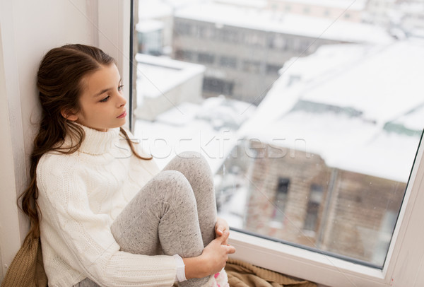 Triste fille séance maison fenêtre hiver Photo stock © dolgachov