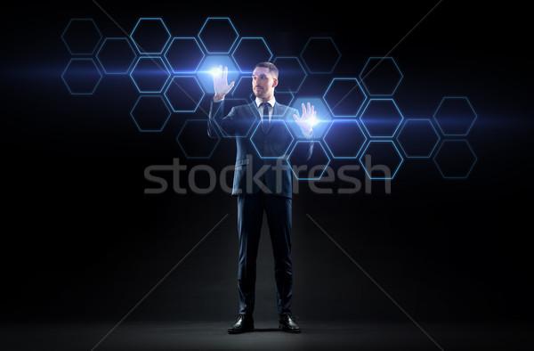 Empresário trabalhando virtual rede holograma pessoas de negócios Foto stock © dolgachov