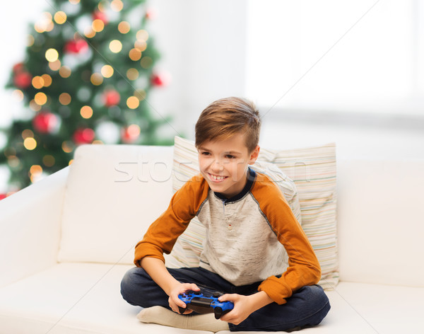 Jongen gamepad spelen video game christmas kinderen Stockfoto © dolgachov