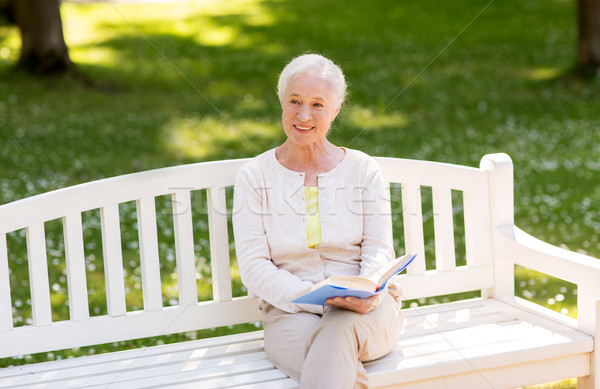 Boldog idős nő olvas könyv nyár Stock fotó © dolgachov