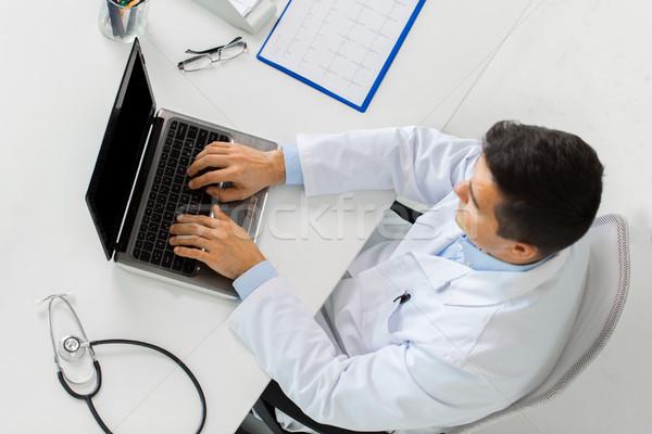 Arts kardiogram laptop kliniek geneeskunde gezondheidszorg Stockfoto © dolgachov
