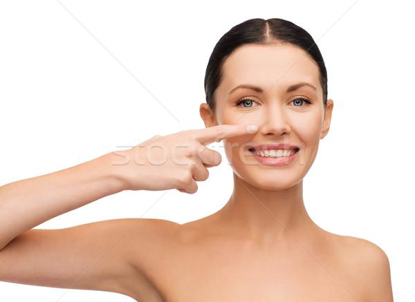 Jonge vrouw wijzend wang spa Stockfoto © dolgachov
