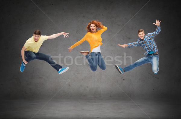 Foto stock: Grupo · sorridente · adolescentes · saltando · ar · felicidade