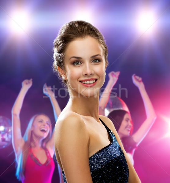 Mujer sonriente vestido de noche vacaciones fiesta personas disco Foto stock © dolgachov