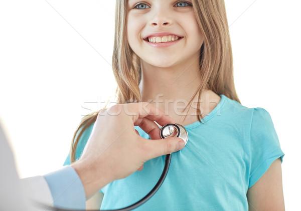 Közelkép boldog lány orvos orvosi vizsgálat egészségügy emberek Stock fotó © dolgachov