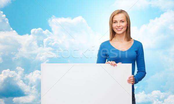 Mosolyog fiatal nő fehér tábla emberek hirdetés vásár Stock fotó © dolgachov