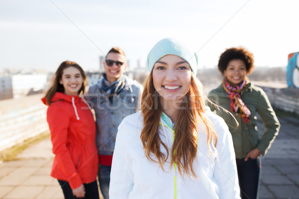 Csoport boldog tini barátok figyelmeztetés emberek Stock fotó © dolgachov