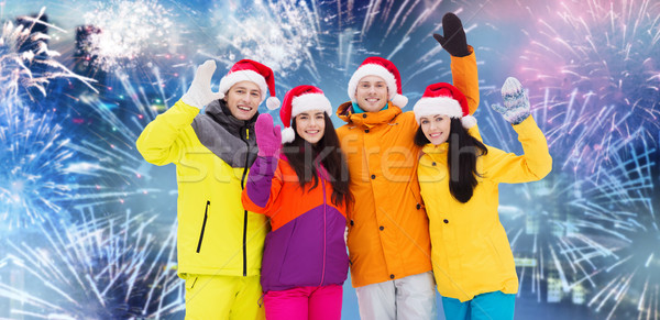 Boldog barátok mikulás sapkák sí öltönyök Stock fotó © dolgachov