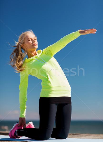 Mujer deportes aire libre deporte estilo de vida mar Foto stock © dolgachov