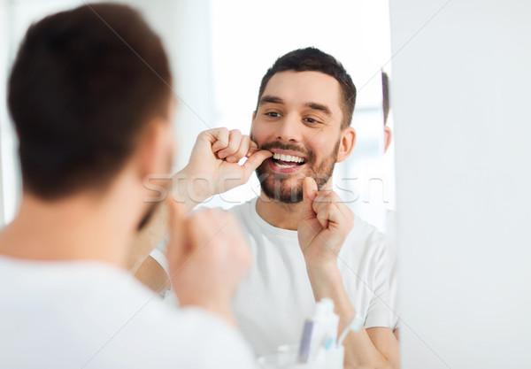 Foto stock: Homem · fio · dental · limpeza · dentes · banheiro