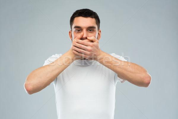 Férfi fehér póló befogja száját kezek érzelem Stock fotó © dolgachov