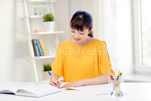 Mutlu Asya genç kadın öğrenci öğrenme ev Stok fotoğraf © dolgachov