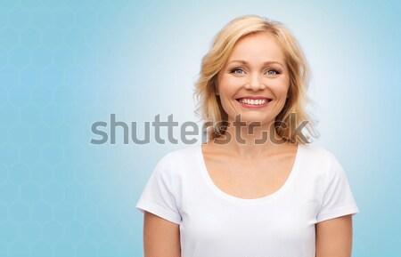 Femme souriante blanche tshirt bonheur personnes femme Photo stock © dolgachov