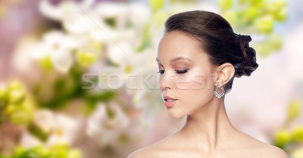Mooie vrouw gezicht oorbel schoonheid sieraden Stockfoto © dolgachov