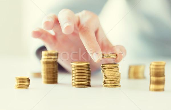 Vrouwelijke hand munten kolommen business Stockfoto © dolgachov