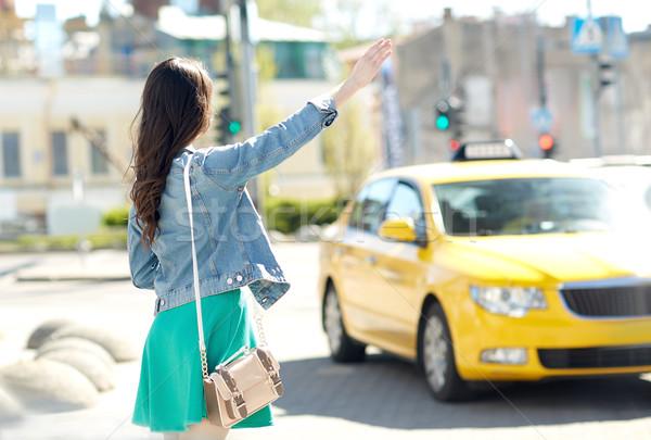 Nina taxi calle de la ciudad gesto transporte Foto stock © dolgachov