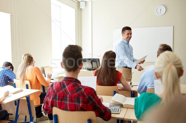 Csoport diákok tanár teszteredmények oktatás iskola Stock fotó © dolgachov