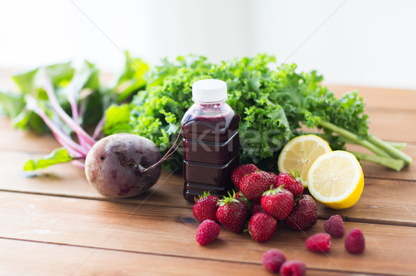 Butelki burak soku owoce warzyw zdrowe odżywianie Zdjęcia stock © dolgachov