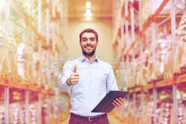 Boldog férfi raktár mutat remek kézmozdulat Stock fotó © dolgachov