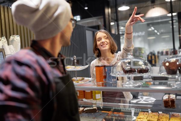 Mutlu kadın bir şey barmen kafe Stok fotoğraf © dolgachov