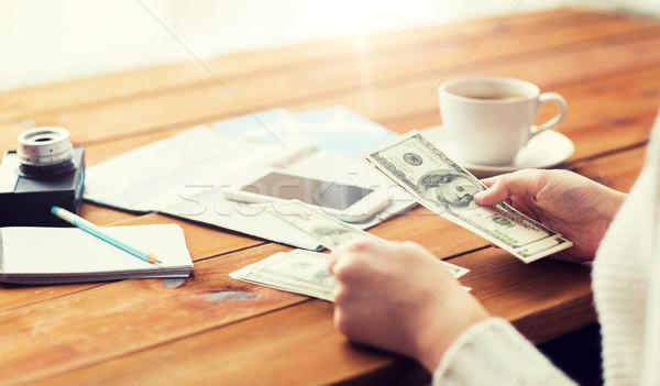 Reiziger handen dollar geld vakantie Stockfoto © dolgachov
