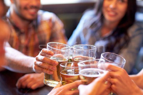 Stock fotó: Boldog · barátok · iszik · sör · bár · kocsma