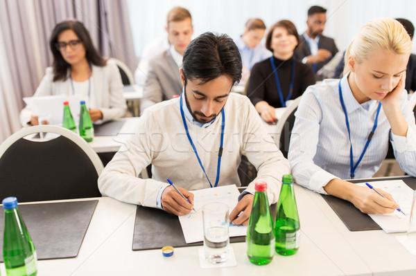 Kağıtları konferans iş adamları eğitim işadamı Stok fotoğraf © dolgachov