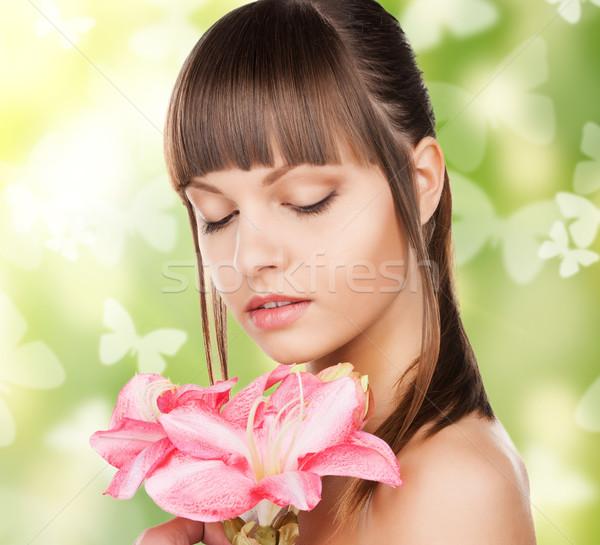 Vrouw lelie bloem vlinders foto mooie vrouw Stockfoto © dolgachov
