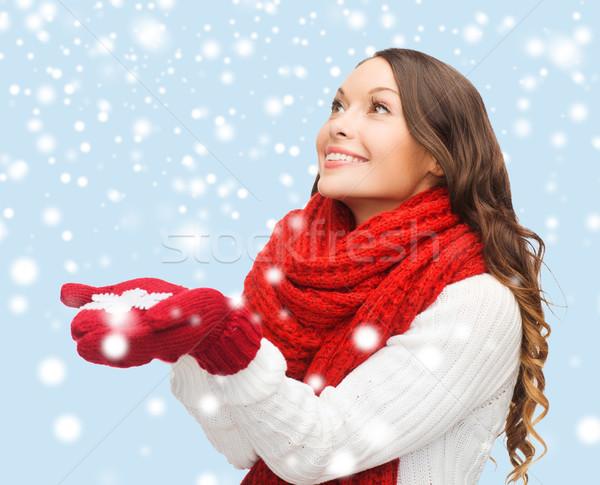 Vrouw groot sneeuwvlok winter mensen geluk Stockfoto © dolgachov