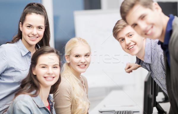 Estudiantes debate escuela educación personas grupo Foto stock © dolgachov