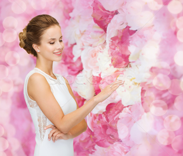 Uśmiechnięta kobieta biała sukienka pierścionek z brylantem zaręczynowy uroczystości ślub Zdjęcia stock © dolgachov