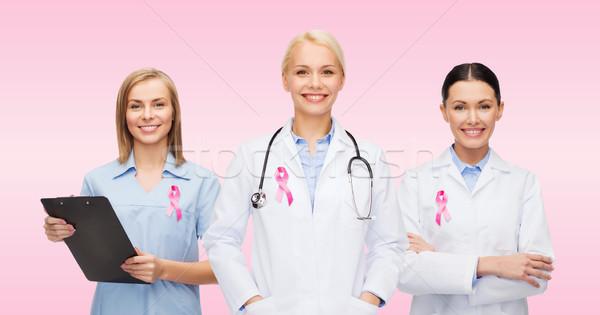 Zdjęcia stock: Kobiet · lekarzy · rak · piersi · świadomość · wstążka · opieki · zdrowotnej