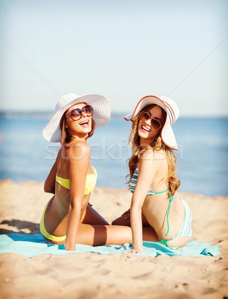 Mädchen Sonnenbaden Strand Sommer Feiertage Urlaub Stock foto © dolgachov