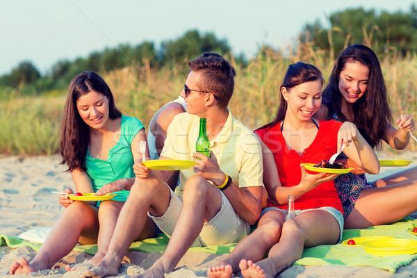 Stockfoto: Glimlachend · vrienden · vergadering · zomer · strand · vriendschap