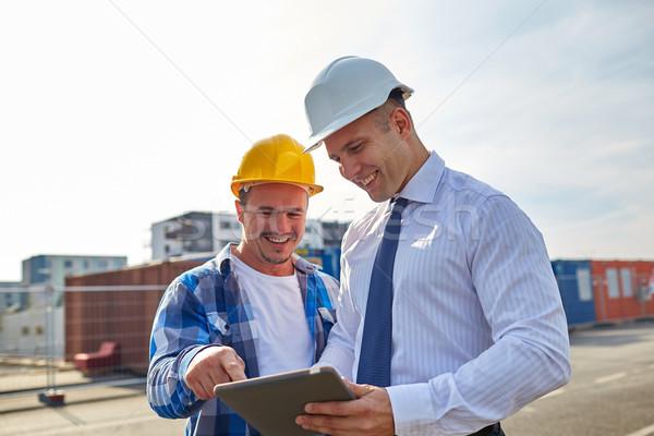 Feliz construtores ao ar livre negócio edifício Foto stock © dolgachov